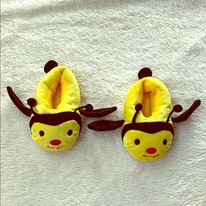 Other - Little Girls 9/10 Plush Bumblebee Slippers
